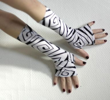 Black and White Spirals fingerless gloves by WearMeUp