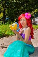 Ariel and Flounder by MomoKurumi