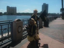 Rin and Len Kagamine 2 ~ Metrocon 2012 by DespicablyAwesome