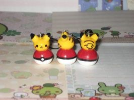 Mini Pokemon Pikachu w Pokeball by kneazlegurl125