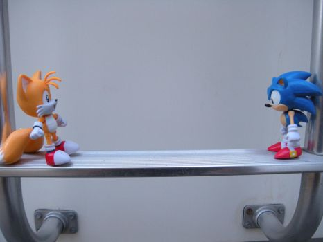 Sonic and tails by PokepictureFigurefun