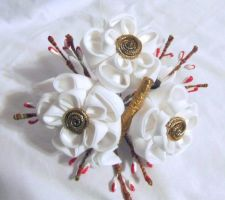 White ume kanzashi by EruwaedhielElleth