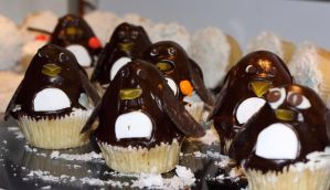 March of the penguins by Vamaena