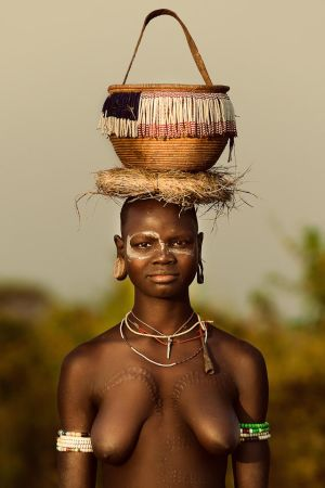 Mursi Woman by demi2004