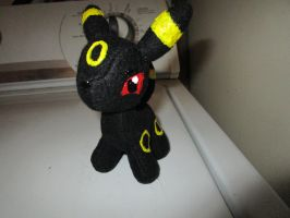 Mini Umbreon by kaistermaister