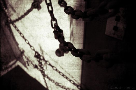 Swaying Chains by silentnerd