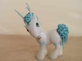 Icicle the reindeer by lovelauraland