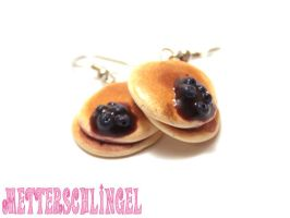 Pancake with Blueberries by Metterschlingel