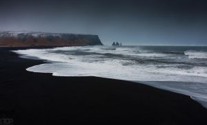 black beach by RaumKraehe