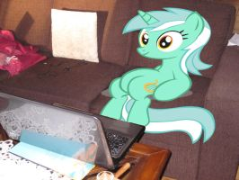 Lyra Watching TV by Juu50x