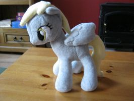 First plushie: Derpy by Hironolind