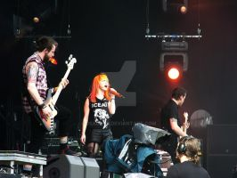 Rock Im Park 2013 - Paramore 5 by deadmizi