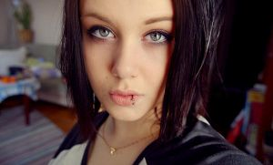 Black-haired by Grodis