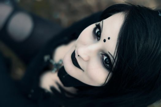 Gorgeous Goth Girl by blinkfreak182