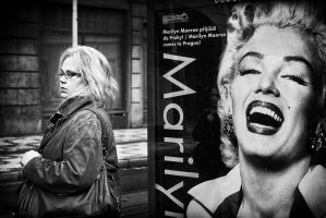 Marilyn goes to the office by sandas04