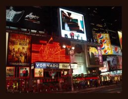slow night in Times Square by americanina
