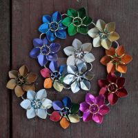 Simple Scale Flowers - Rainbow Chain by Ichi-Black