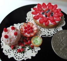 really tiny cake and tarts by Snowfern