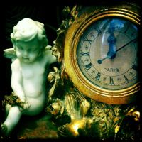 Paris Clock by elizabethunseelie