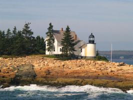 Winter Harbor Lighthouse by davincipoppalag