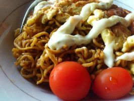 fried noodle with omelet by plainordinary1