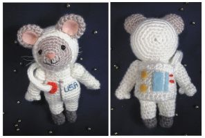 Space Mouse - amigurumi by selkie