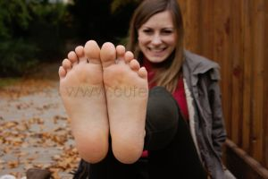 The joy of autumn - Feet up and smile please! by foot-portrait