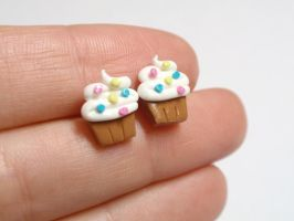Cute swirly cupcake earrings by voodoogrl