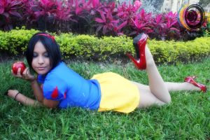 Snow White by LiliumLucy13