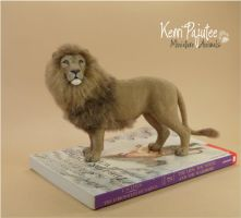 Miniature 1:12 lion sculpture by Pajutee