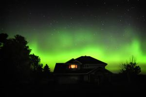 Backyard Auroras by tfavretto