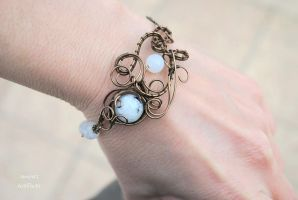 Moonstone wire wrapped bracelet by IanirasArtifacts