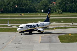 B738 Ryanair on EPKK by KILLER289