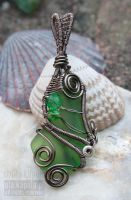 Green seaglass pendant by ukapala