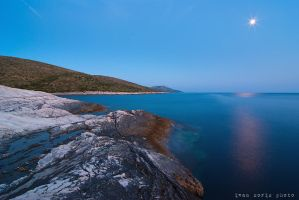 Moonlight on the rocks by ivancoric