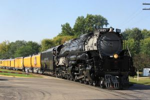 UP 3985 in Albert Lea by laxhogger