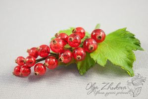 Brooch with red currants by polyflowers