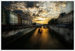 Paris: Barge and the bridge II by Graphylight