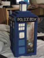 Tardis plastic canvas by HeiKurashi
