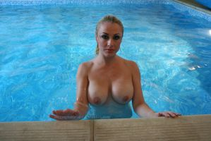 Naked swim 2 by Singingnaturist