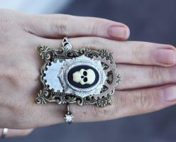 Skull gears ring by Pinkabsinthe