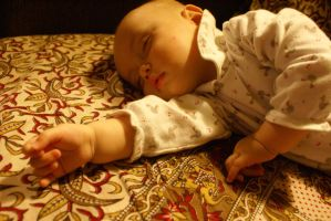 Baby sleeping by olones