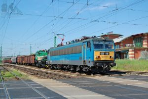 630 018 and 724 720-8 with freight in Gyor by morpheus880223