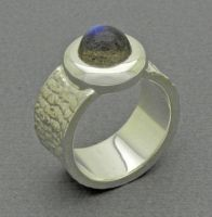Labradorite Ring by orfeujoias