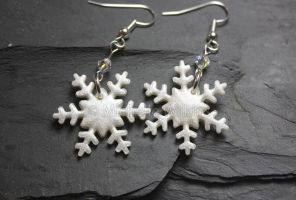 Snowflake Earrings by DragonsDust