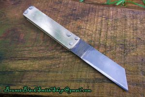 Small folding knife by Veitsen