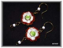Brown and white flower earring by jasmin7