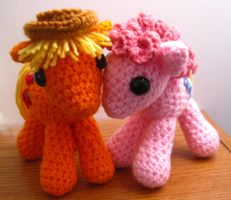 Applejack and Pinkie Pie Plushies by kaerfel