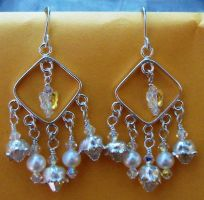 Lilies and pearls earrings by artefaccio