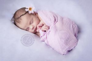 Italia's Newborn session by Serenityfhotography